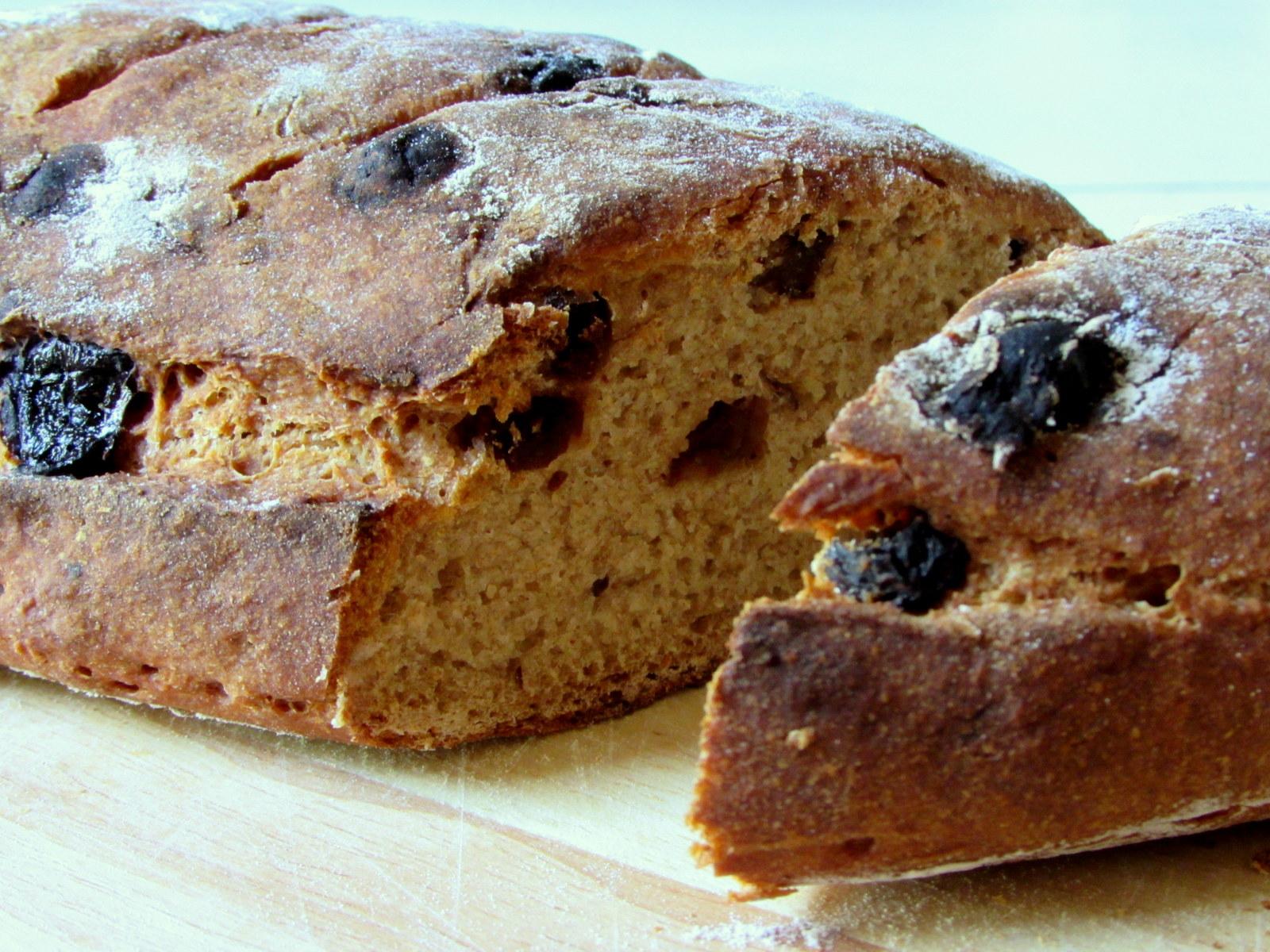 לחמי מחמצת - לחם שיפון וצימוקים